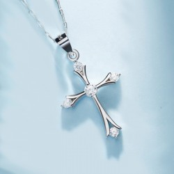 Cross Pendant Necklace in 925 sterling silver and cubic zirconia