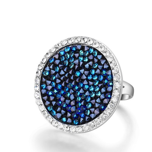 Impressive ring embellished with Crystals From Swarovski